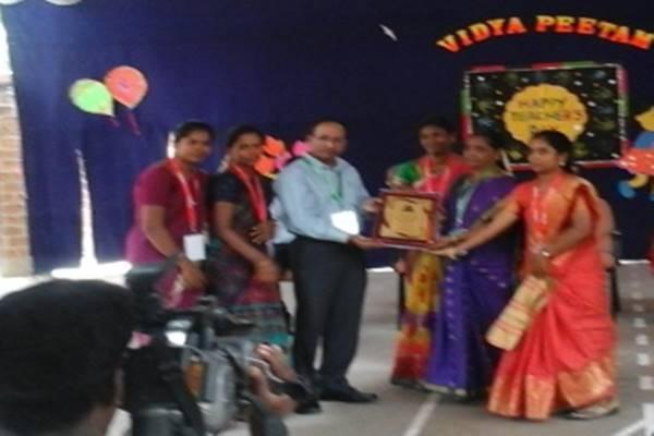 With the divine blessings of Gurudev and his Holiness Maharishi Mahesh yogi, our school produced meritorious results in the 10 th board examination and was awarded for the same by Tiruvannamalai Vellore Sarvodaya schools cluster. Smt. C.Kalyani Principal &staff received the award from Mr. Srinivasan, Regional Director, Chennai, CBSE Chennai Region.